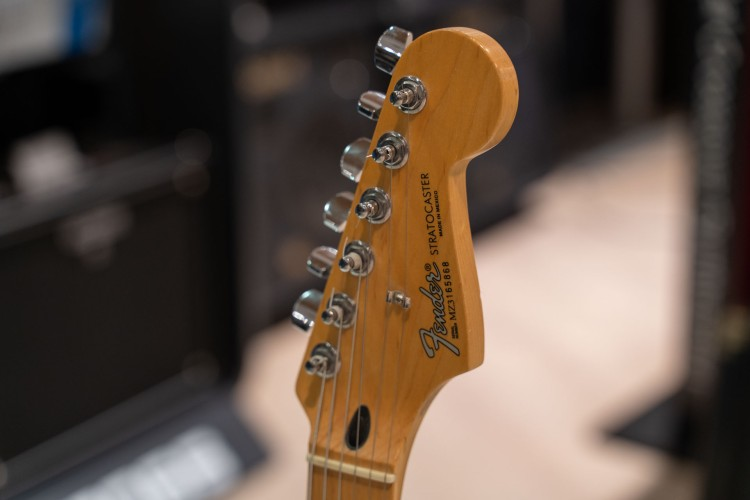 Fender Stratocaster SSS Mexico 2003 электрогитара